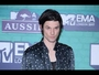 VIDEO : James Bay loses trademark hat