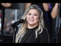 VIDEO : Kelly Clarkson needs wine to raise her kids